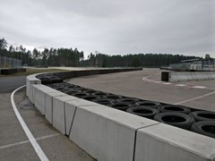 Barriera in cementoDouble sided concrete barrier - GEOBRUGG ITALIA