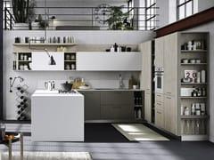 Cucina componibile in legno con maniglie con penisolaFUN | Cucina laccata - SNAIDERO