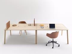 Tavolo da riunione rettangolare in rovere con sistema passacaviHELDU | Tavolo da riunione con sistema passacavi - ALKI