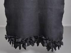 Plaid lavorato a mano in feltro di lanaLEAF EDGE DIP DYED - RONEL JORDAAN™