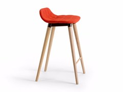 - High upholstered fabric stool BOP WOOD | Stool - Offecct
