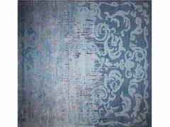 - Tappeto a motivi fatto a mano rettangolare CARDINAL SHADOW VINTAGE BLUE - EDITION BOUGAINVILLE
