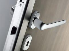 - Maniglia per porte d'ingresso su rosetta con bocchetta ESSENCE | Maniglia per porte d'ingresso - METRA
