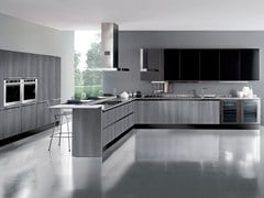 - Wooden fitted kitchen with peninsula INSULA - Oikos Cucine