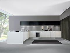 - Cucina componibile laccata con penisola AREA | Cucina laccata - Oikos Cucine