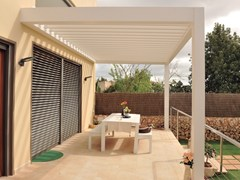 - Wall-mounted motorized aluminium pergola with adjustable louvers PERGOLA BIOCLIMATICA | Wall-mounted pergola - INDÚSTRIAS DURMI