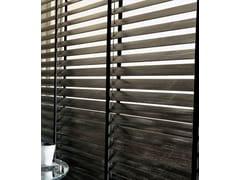 32 Venetian blinds