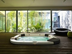 - Hydromassage built-in hot tub 4-seats DELOS | Built-in hot tub - Jacuzzi Europe