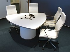 - Lacquered meeting table .UNIT | Meeting table - Spiegels