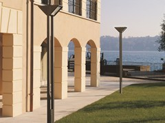 - Aluminium garden lamp post TRIANGOLO CITY | Garden lamp post - Goccia Illuminazione
