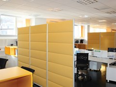 - Sound absorbing free standing Trevira® CS workstation screen ECOSTRONG | Workstation screen - Slalom