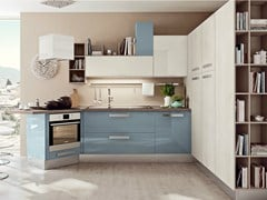 - Lacquered fitted kitchen with peninsula SWING | Kitchen with peninsula - Cucine Lube