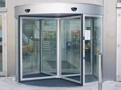 3 Revolving entrance doors