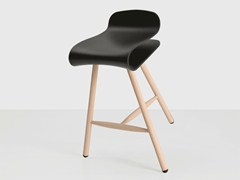 - Wooden stool BCN | Wooden stool - Kristalia