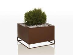- Polyethylene vase VELA | Low vase - VONDOM