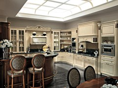 - Lacquered cherry wood fitted kitchen with island CONVIVIO | Lacquered kitchen - Martini Mobili