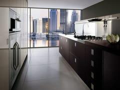 Cucina laccata con maniglie