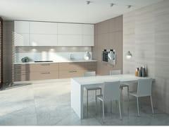 Cucina lineare in legno impiallacciato