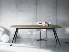- Wooden office desk with casters AISE | Office desk with casters - TREKU