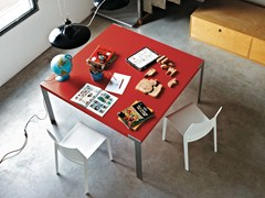 - Lacquered square table LIKO | Square table - Desalto