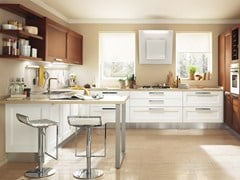 - Solid wood fitted kitchen GEORGIA | Lacquered kitchen - Cucine Lube