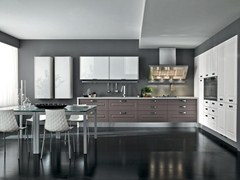 Fitted kitchen with handles LEDA | Lacquered kitchen - Cucine Lube