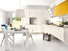 Fitted kitchen with handles MAURA | Kitchen with handles - Cucine Lube