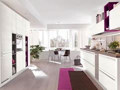 Lacquered wooden fitted kitchen with handles NOEMI | Kitchen - Cucine Lube