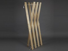 - Plywood coat stand STREIPS   Coat stand - AMBIVALENZ