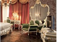 Bedroom with wide mirror, Venetian style carves and inlays - Villa Venezia Collection - Modenese Gastone