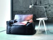 Upholstered leather armchair with armrests 1700 JELLY | Leather armchair - Vibieffe