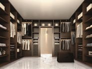Atlante walk-in closet in dark walnut and details in dark brown hard leather