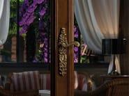 Maniglia in ottone in stile barocco su piastra BAROCCO | Maniglia su piastra - LINEA CALI'