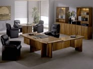 L-shaped wooden executive desk COMMODORE | L-shaped office desk - Dyrlund