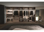 Tecnopolis free walk-in-closet in eucalipto melamine with 61-mm high pullout frames in burnished finish aluminium fitted with shoeracks, trouser-racks and grey fabric quilted bags. The luminous shelve