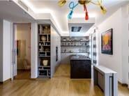 Oak and stone kitchen with peninsula D90/T45 Caesar brown stone / grey oak - TM Italia Cucine