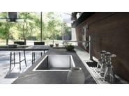 Fitted kitchen FORMA MENTIS - WOOD - VALCUCINE