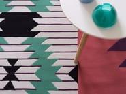 Tappeto fatto a mano rettangolare in lana a motivi geometrici IRONIC - Dare to Rug