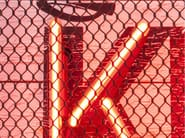 Oggetto decorativo da parete KISS NEON GRID - KARE-DESIGN