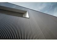 Nuova costruzione facciata in profili estrusi marrone