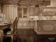 Lacquered custom solid wood kitchen with island ROMANTICA - LACQUERED AND PATINATED - Modenese Gastone group