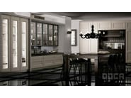 Classic style kitchen with island TIMELESS ROBLE BRACK / FORO TRANSPARENTE - Doca