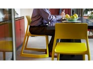 Chaise empilable en polypropyl ne tip ton by vitra design for Chaise tip ton vitra