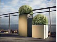 High metal planter LINNÉ | High planter - Röshults