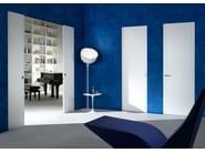 Door flush with the wall - Essential scorrevole e Battente finitura bianco puro