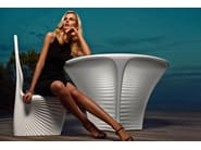 Round polyethylene garden table BIOPHILIA | Garden table - VONDOM