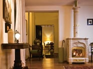 Wood-burning ceramic stove with Thermal Accumulation GIGLIO - Sergio Leoni