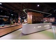 TrickShot - Design: Sebastian Mindroiu, Pick Two  - Fabricator: Atvangarde - Foto: Stelian Popa Material: HI-MACS® Alpine White