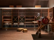 Inclined planes, shelves and cross-dividers for exhibiting and arranging vintage wine labels are among the design options offered by the Calendario programme in the cellar version.