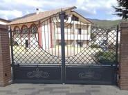 Swing iron gate B1 | Iron gate - CITYSì recinzioni e cancelli taglio laser